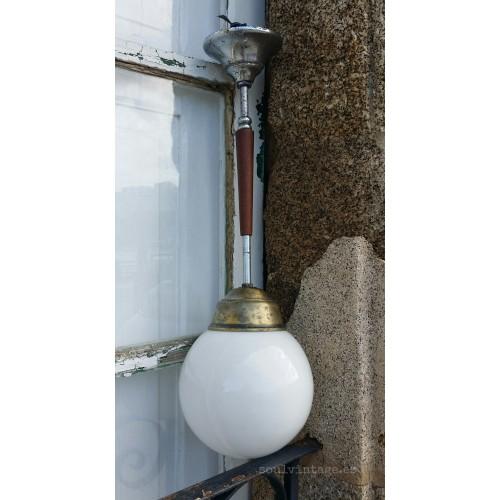 Lámpara de techo opalina. Circa 1940