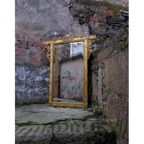 Gran espejo de madera tallada